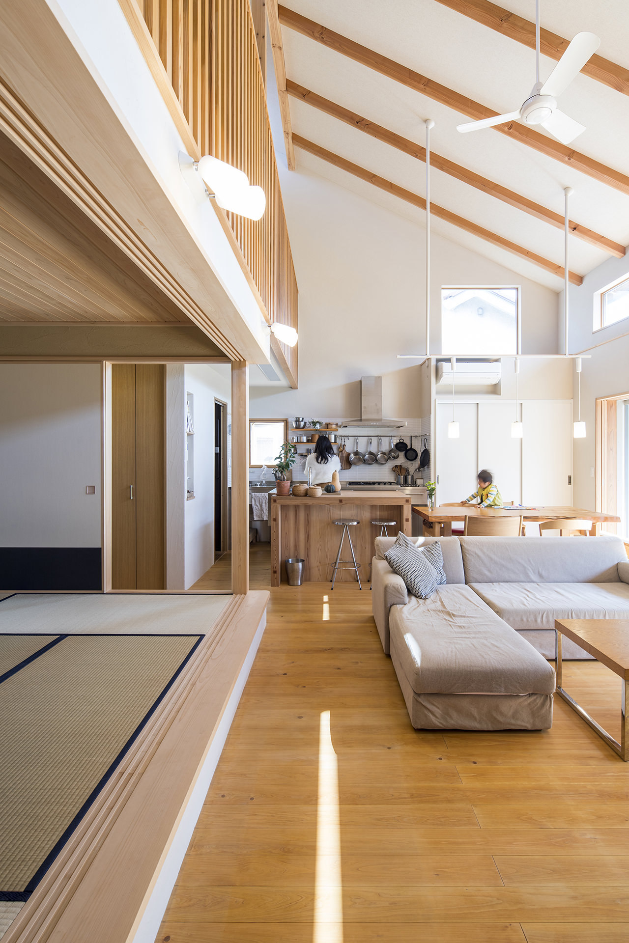 家族を結びつける大屋根の家 イメージ2 撮影:東涌写真事務所・東涌宏和