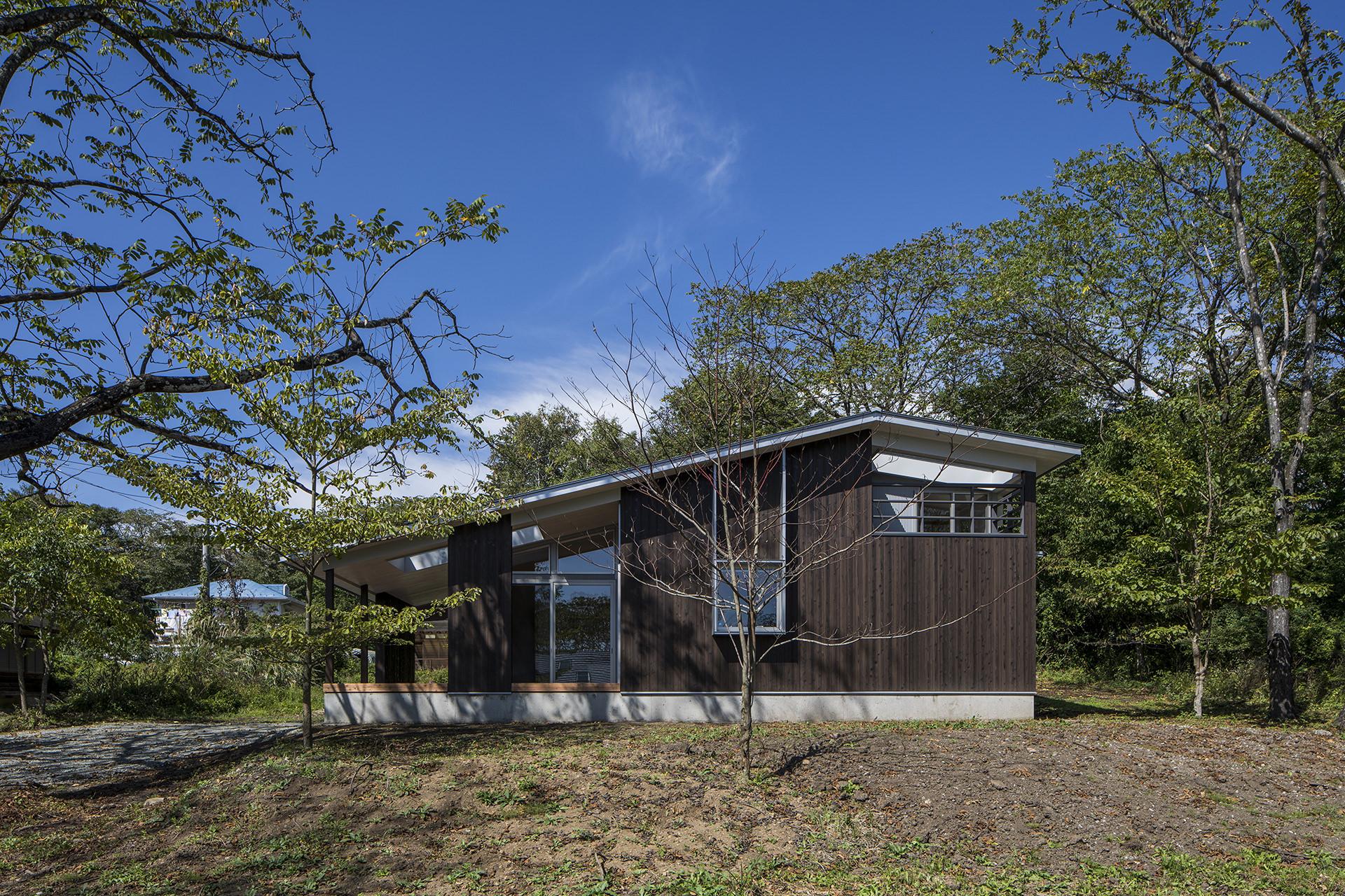自然に寄り添う、アウトドアリビングをもつ大屋根の家 イメージ3 撮影:東涌写真事務所・東涌宏和