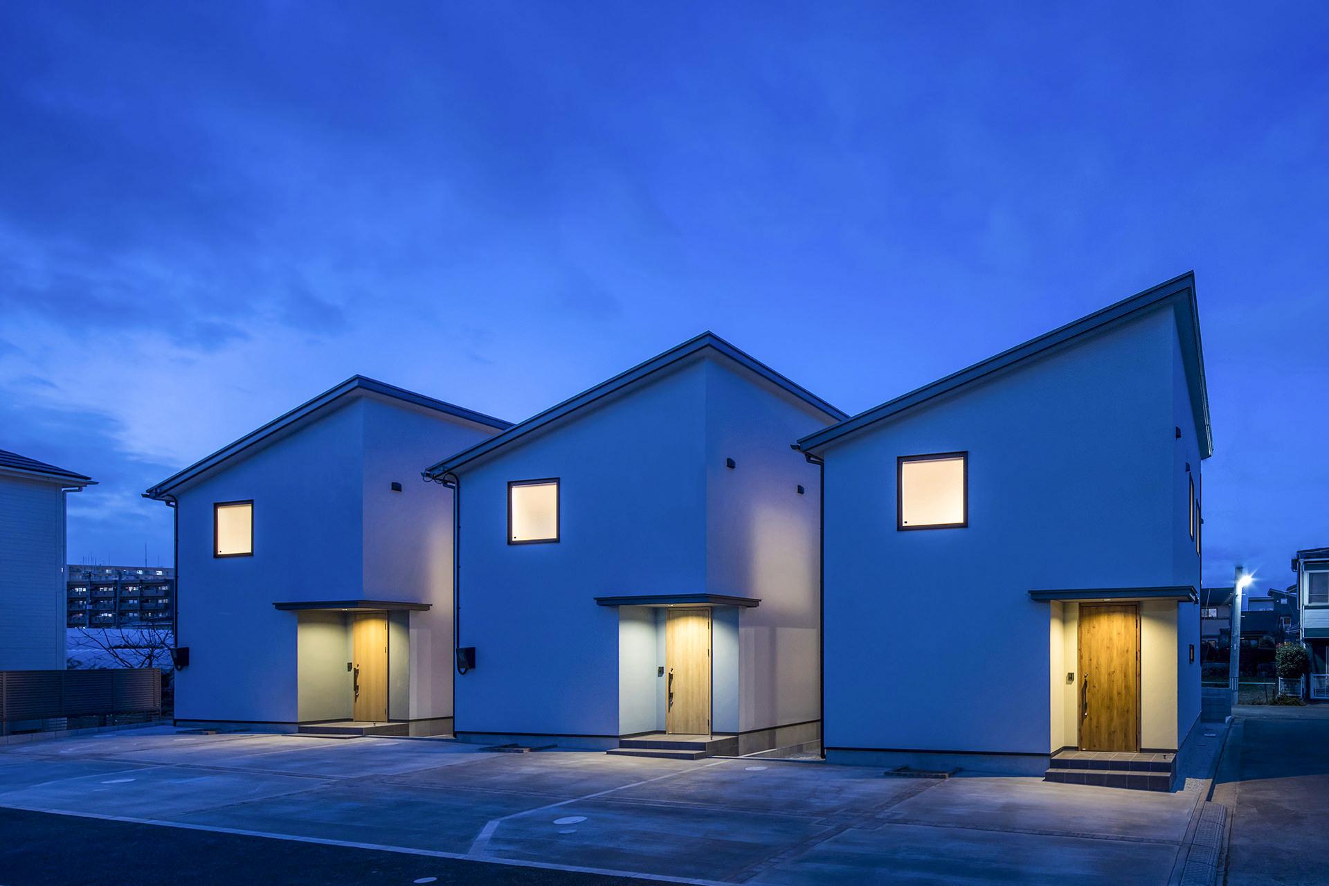 「casa rozzo」外観・夕景イメージ 撮影:東涌宏和