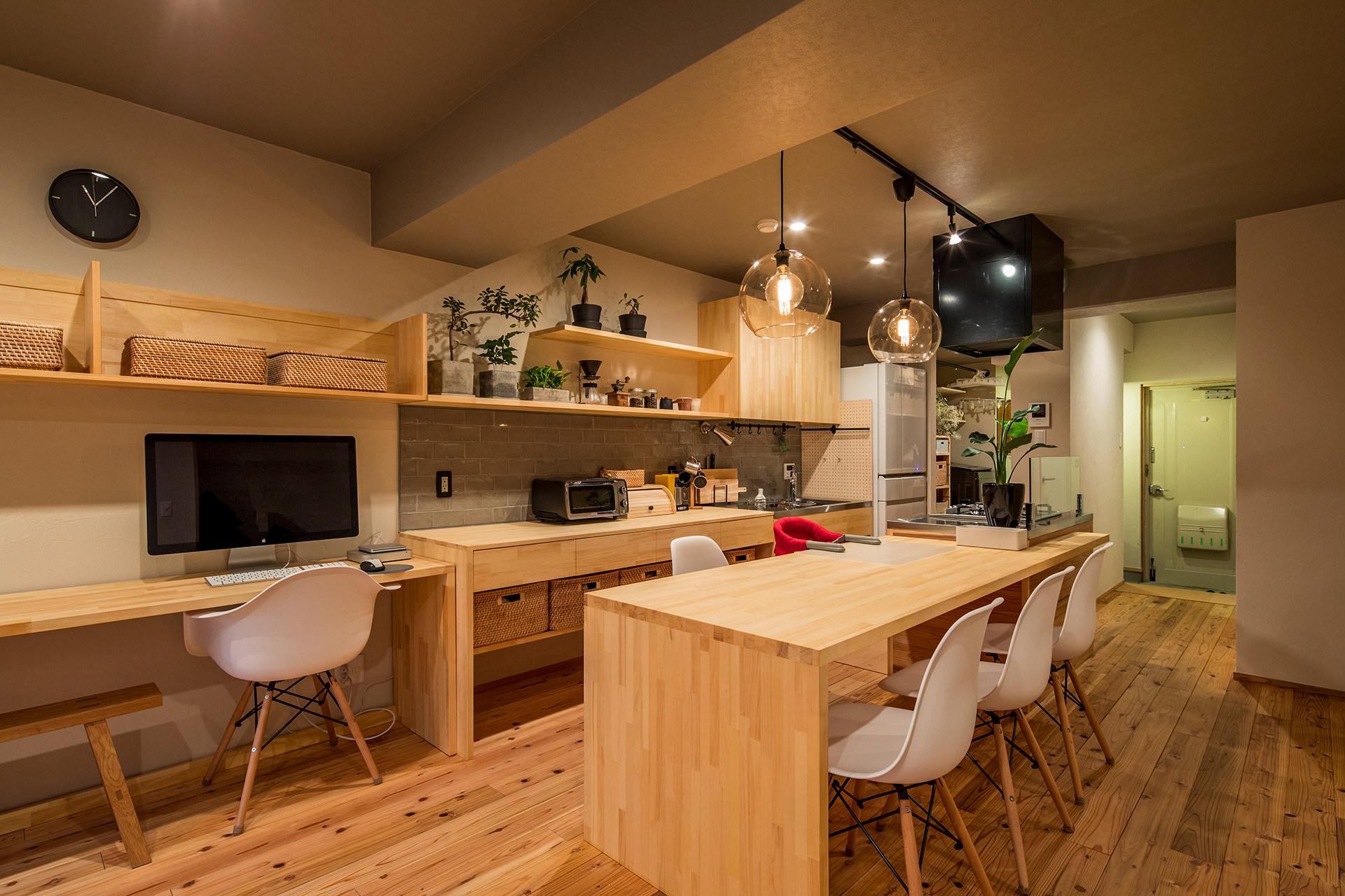 「アイランドキッチンと広々LDKの暮らしを愉しむ家」イメージ04 撮影:東涌宏和