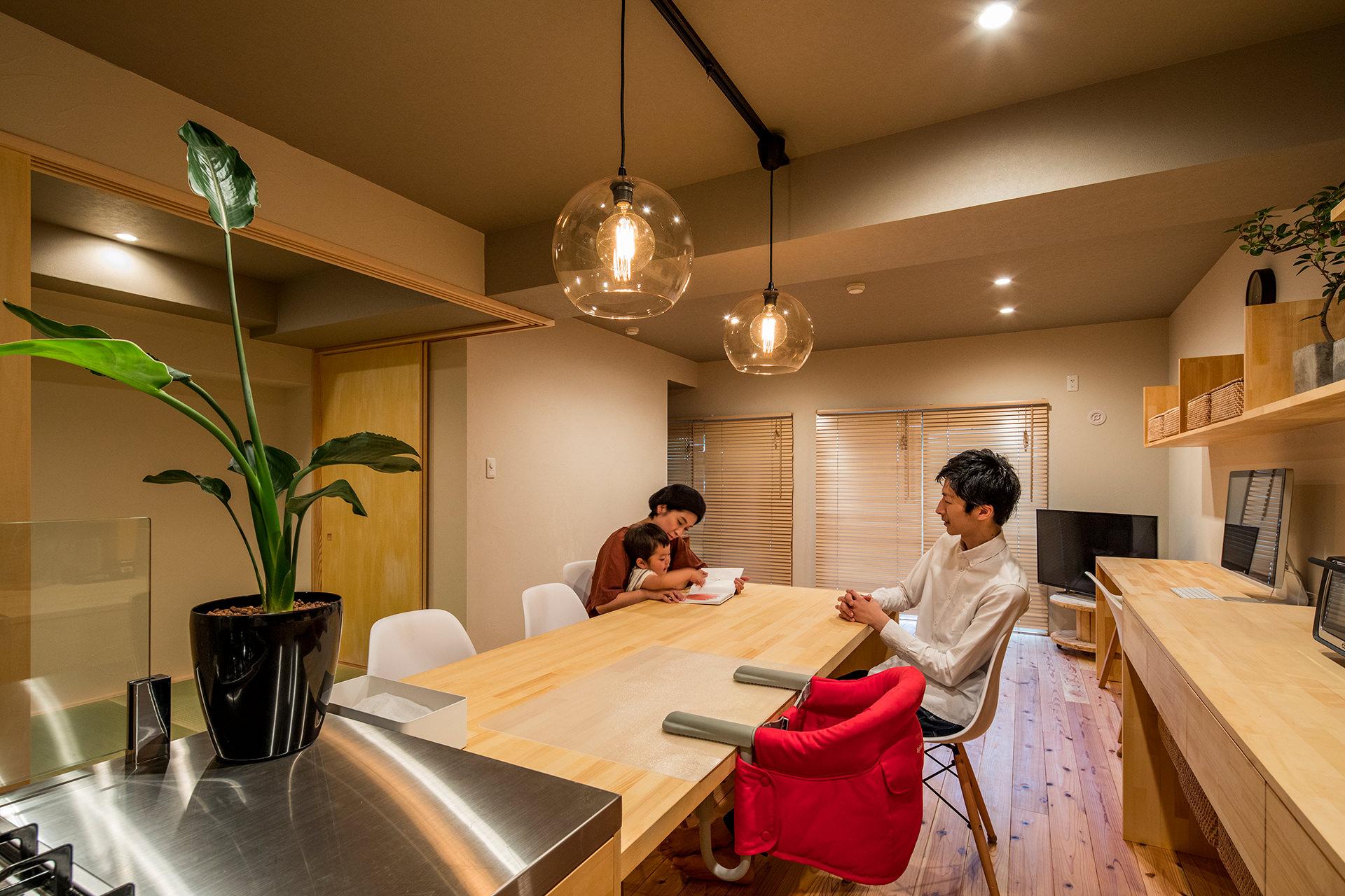 「アイランドキッチンと広々LDKの暮らしを愉しむ家」イメージ07 撮影:東涌宏和