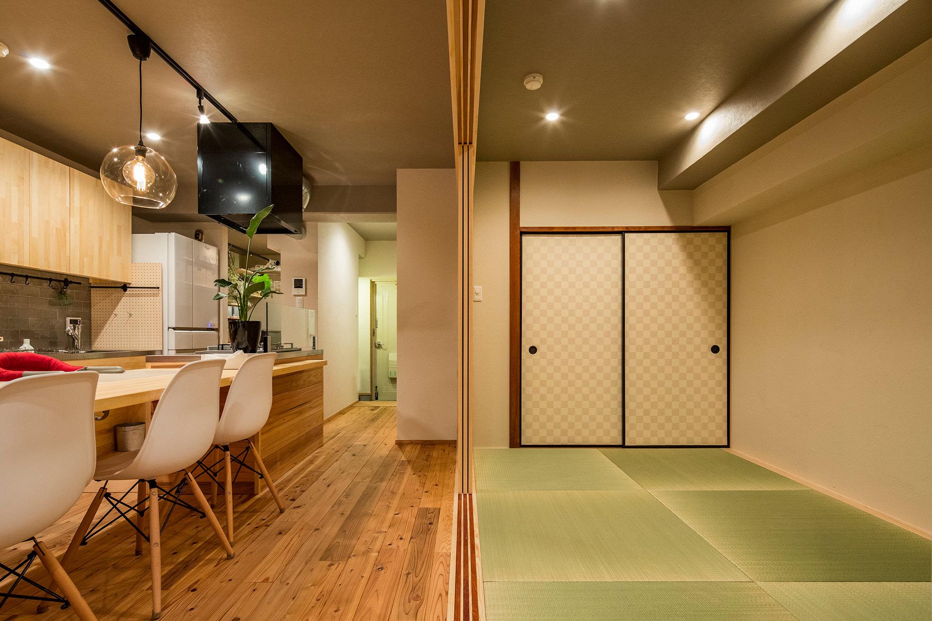「アイランドキッチンと広々LDKの暮らしを愉しむ家」イメージ08 撮影:東涌宏和